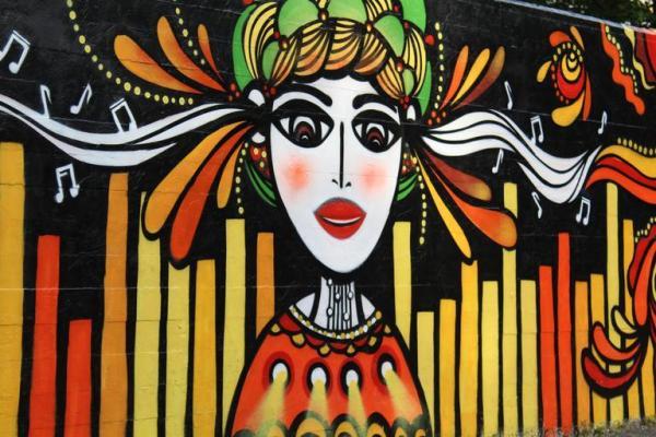 murals_girl_music_street_0