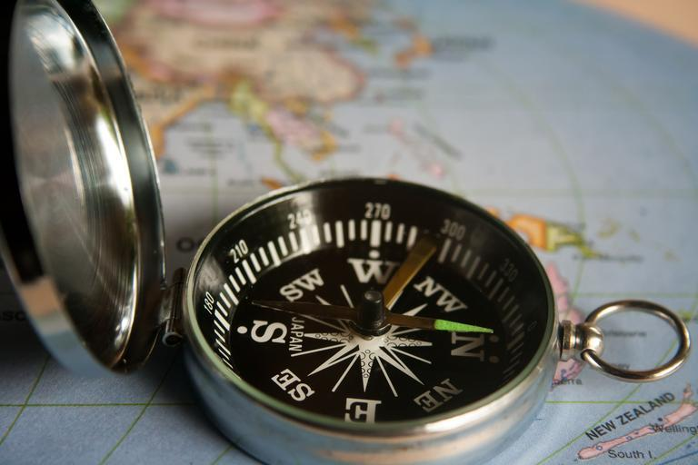 magnetic_compass_navigation_390912
