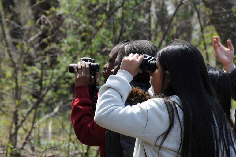 children_watch_with_binoculars